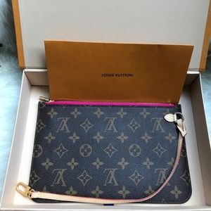 Auth NEW Louis Vuitton Neverfull Pink wristlet